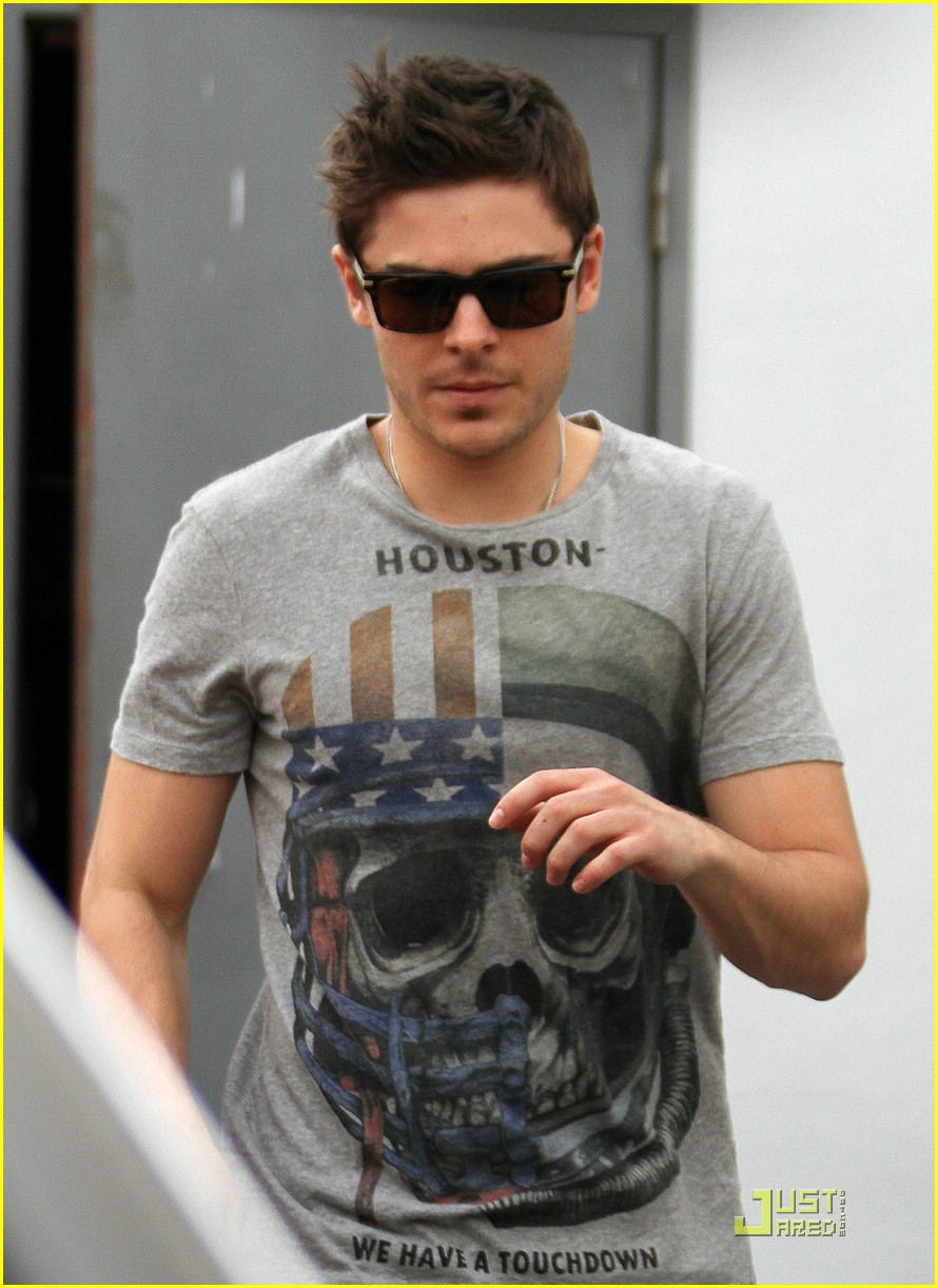 zac efron robertson run 04