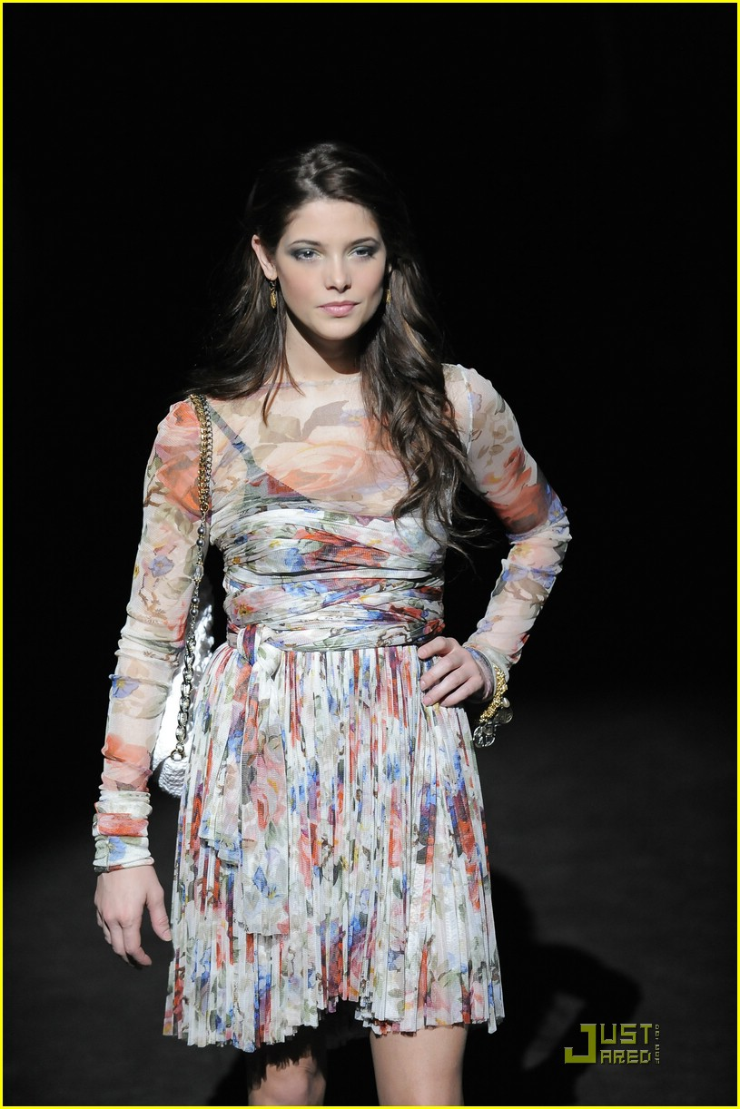 ashley greene dolce gabbana 05