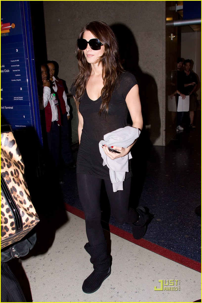 ashley greene lax landing 07