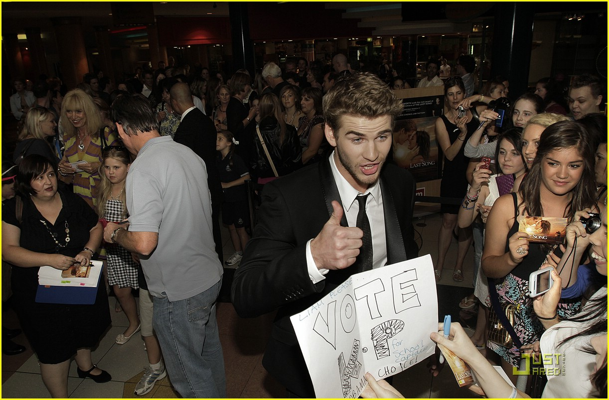 Who is liam hemsworth dating in Melbourne
