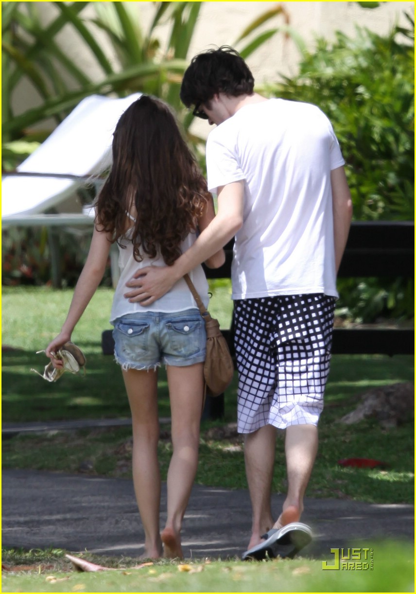 sarah hyland matt prokop sun smooch 04