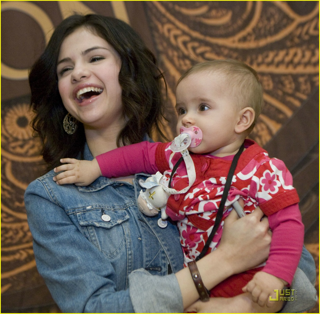 selena gomez meet greet houston 02