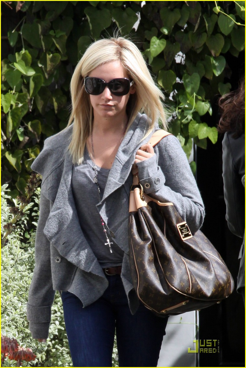 ashley tisdale salon run 02