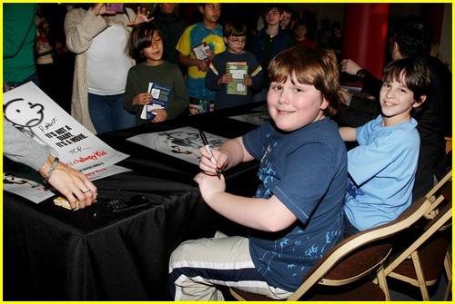 zachary gordon palace signing 01