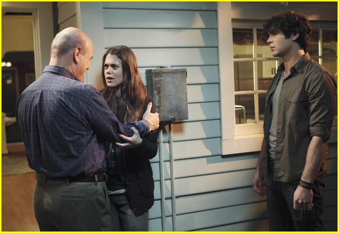 Lindsey Shaw And Ethan Peck Lindsey Shaw and Ethan...
