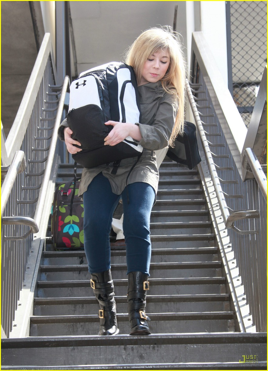 jennette mccurdy lax luggage 03
