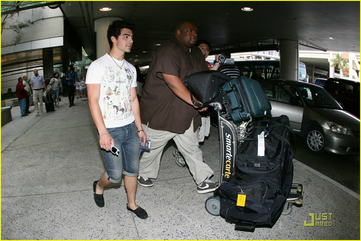 joe jonas cabo cutoffs 01
