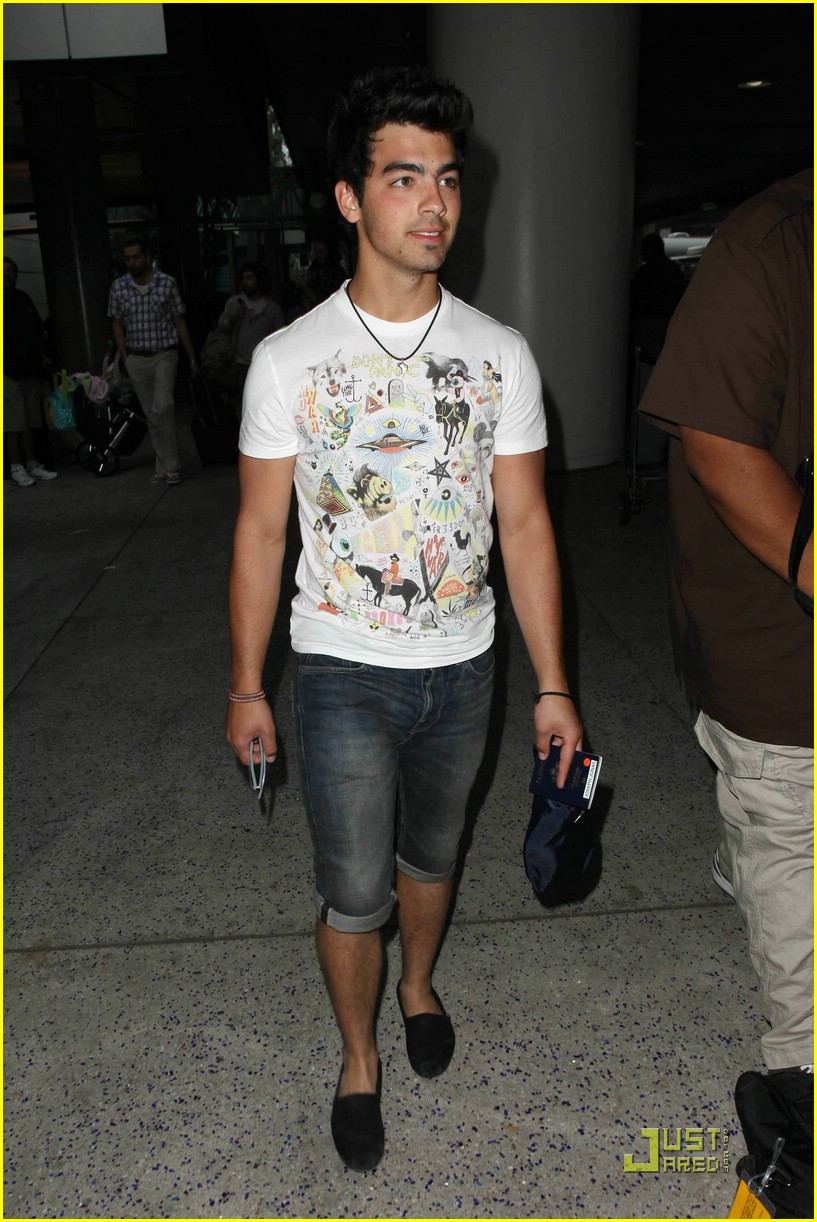 joe jonas cabo cutoffs 02