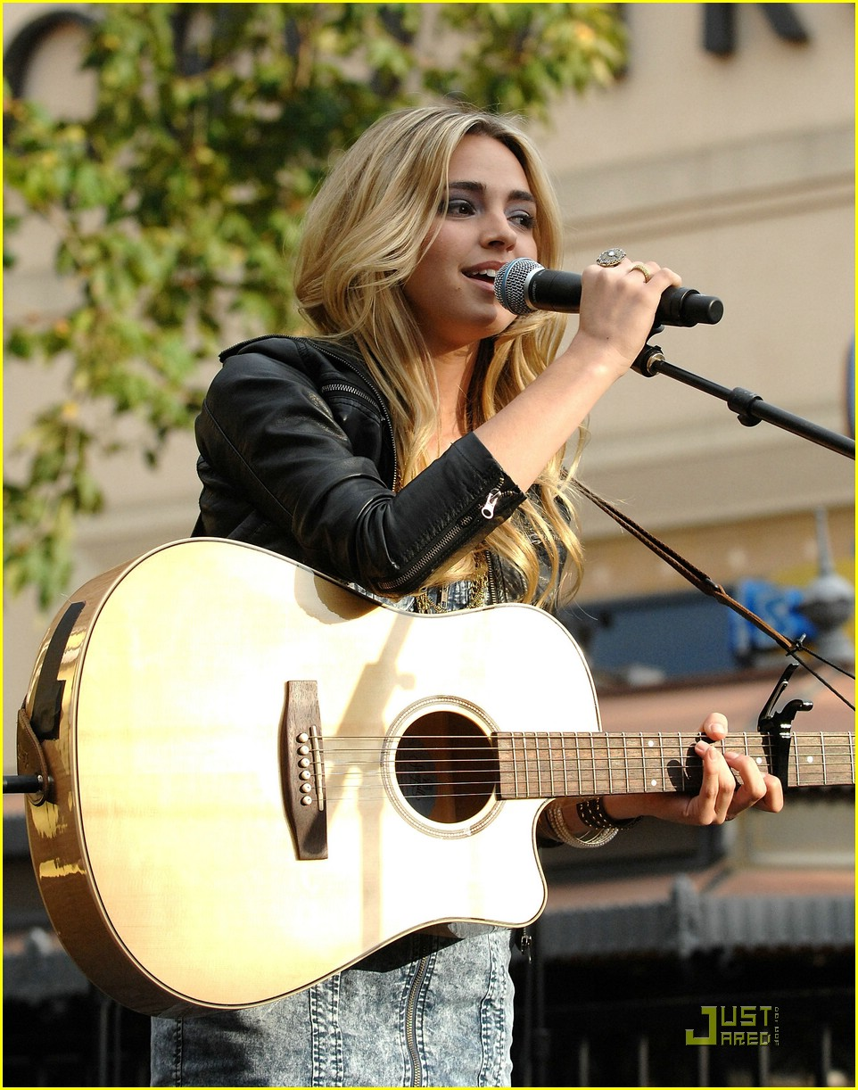 katelyn tarver grove gorgeous 10