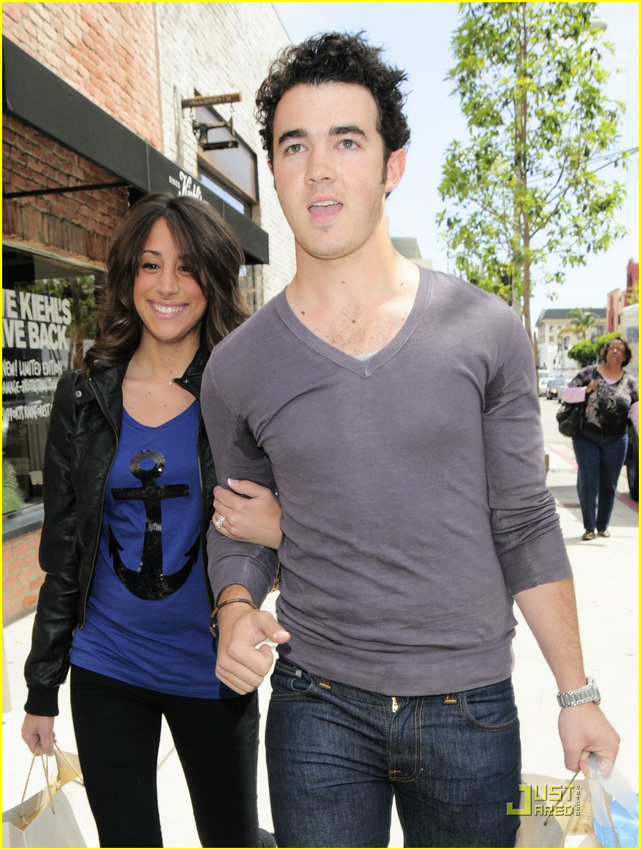 kevin danielle jonas cute kitson 01