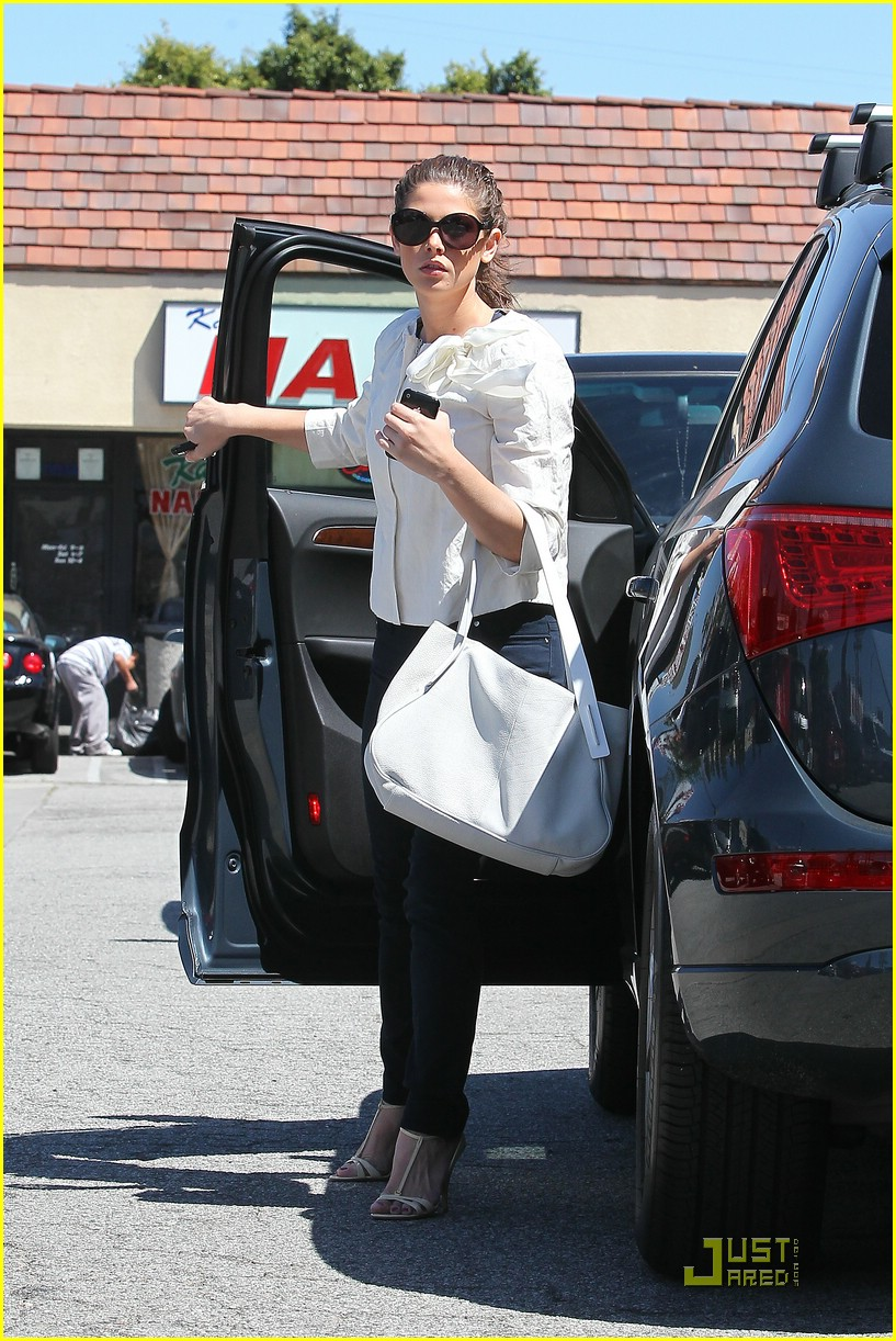 ashley greene sushi dan 03