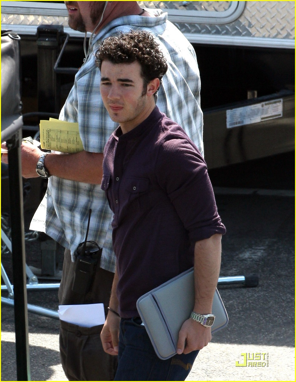 kevin jonas fingerless gloves 09