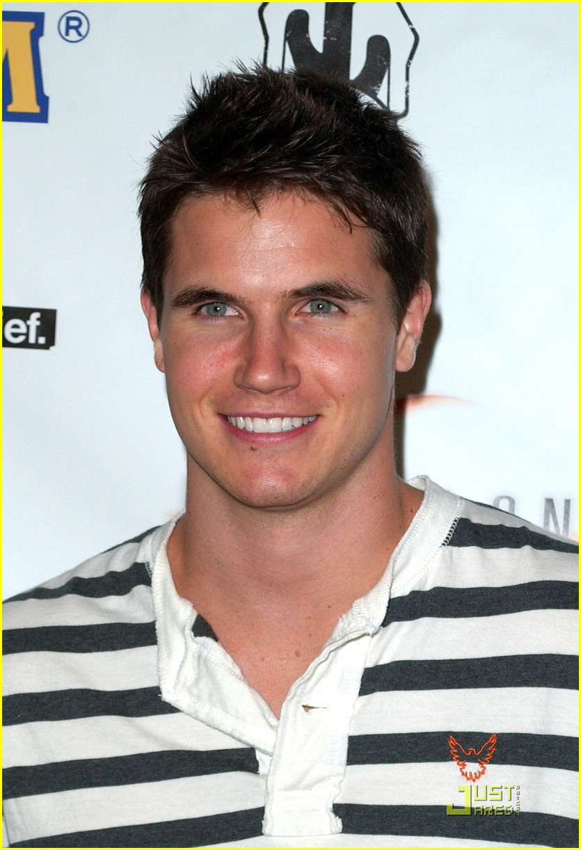robbie amell allen evangelista stripes 07