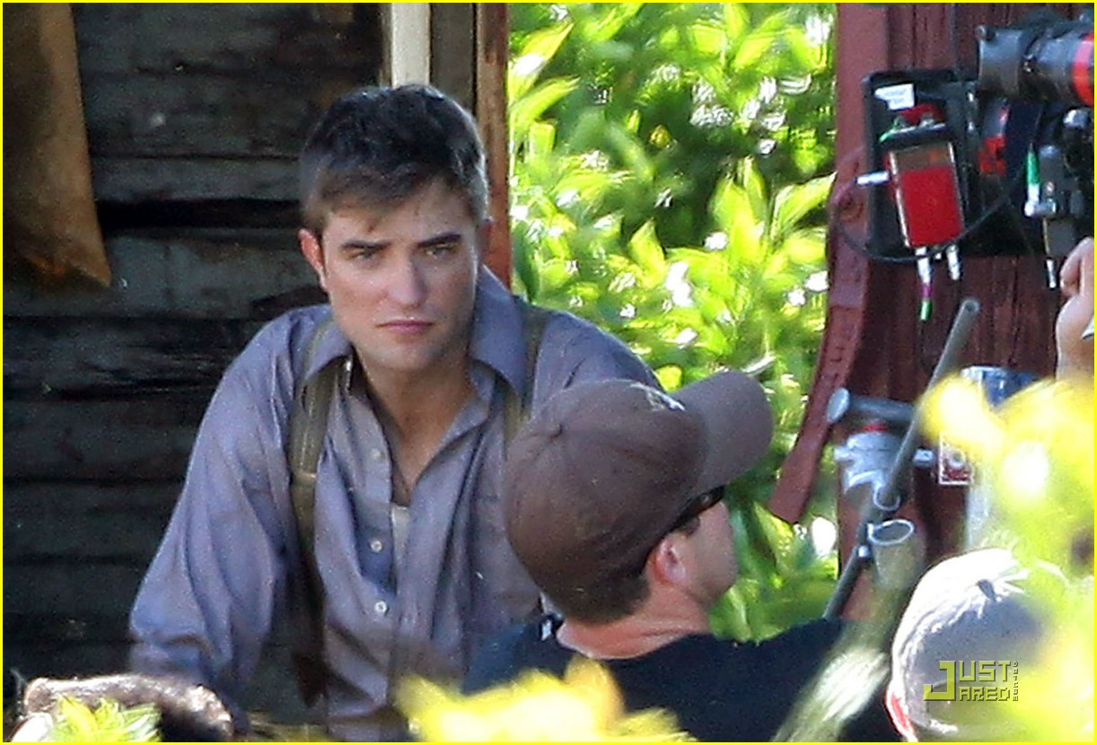 robert pattinson water elephants 01