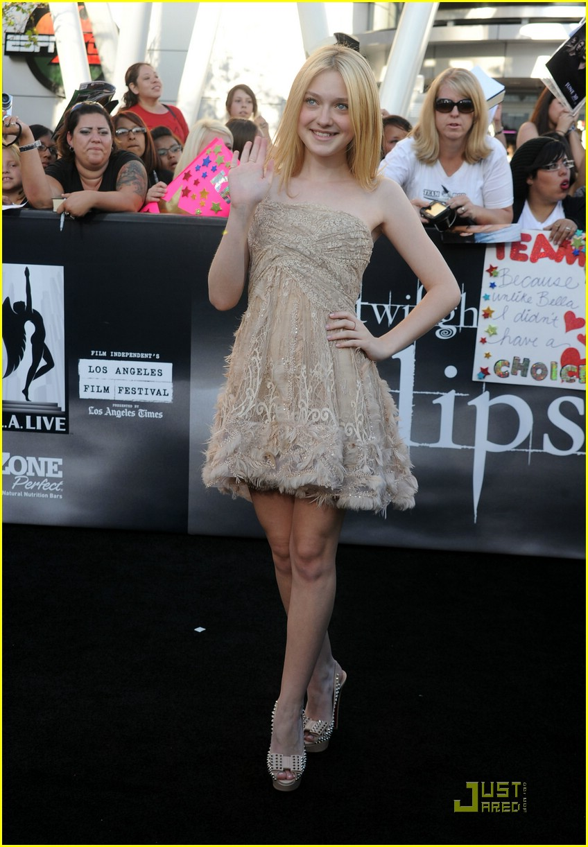 dakota fanning eclipse premiere 08