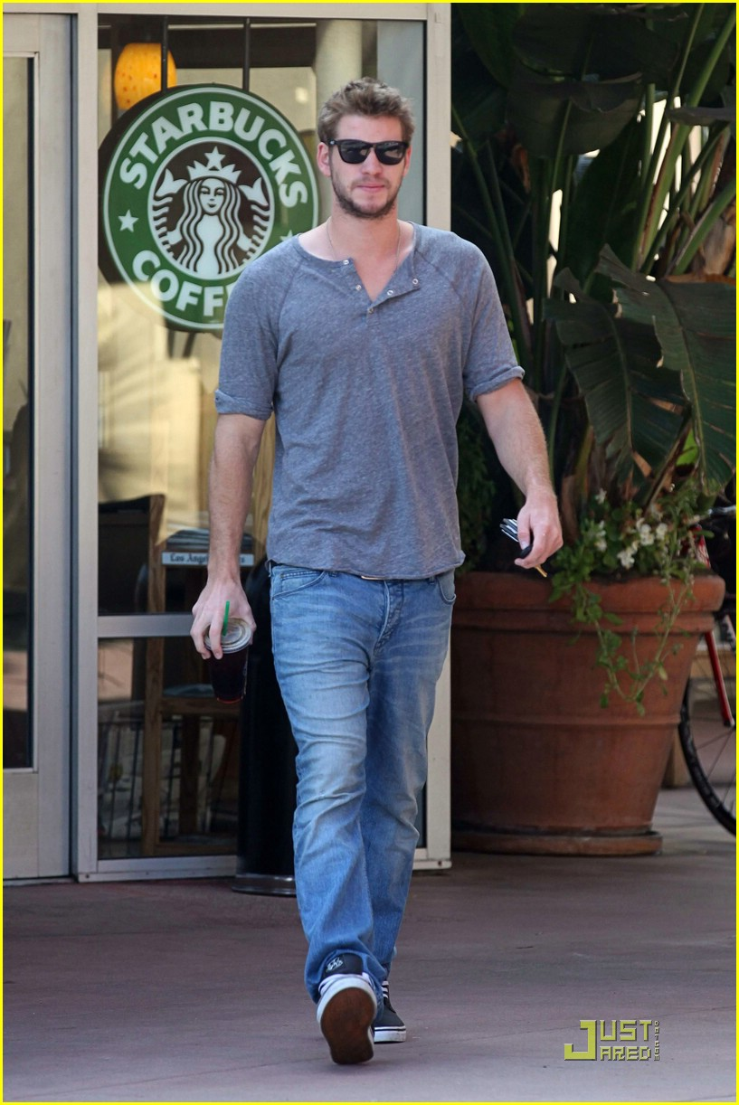 liam hemsworth starbucks stud 06