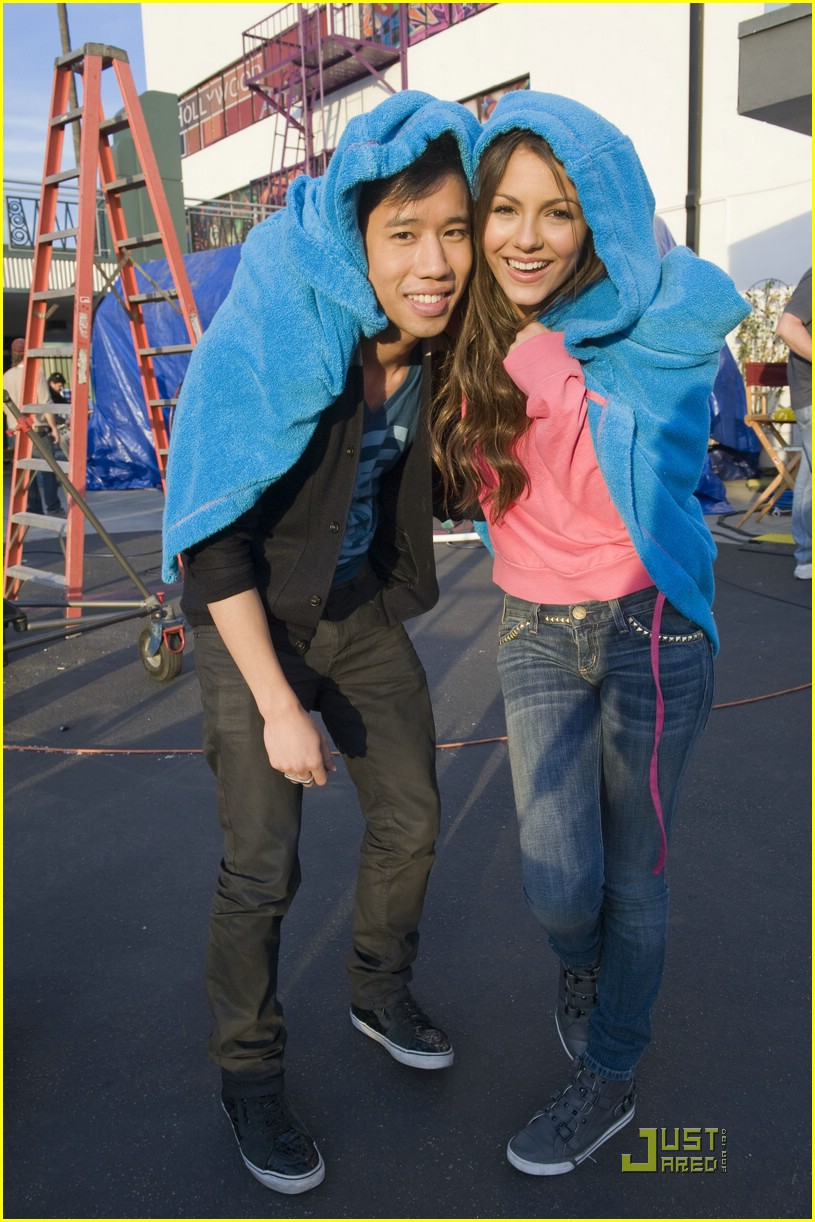 justjared guest victorious 08