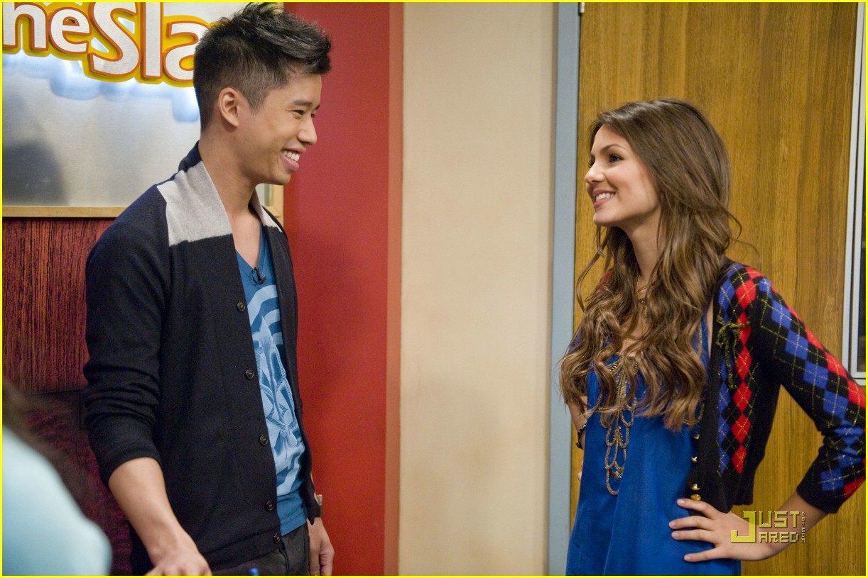 justjared guest victorious 17
