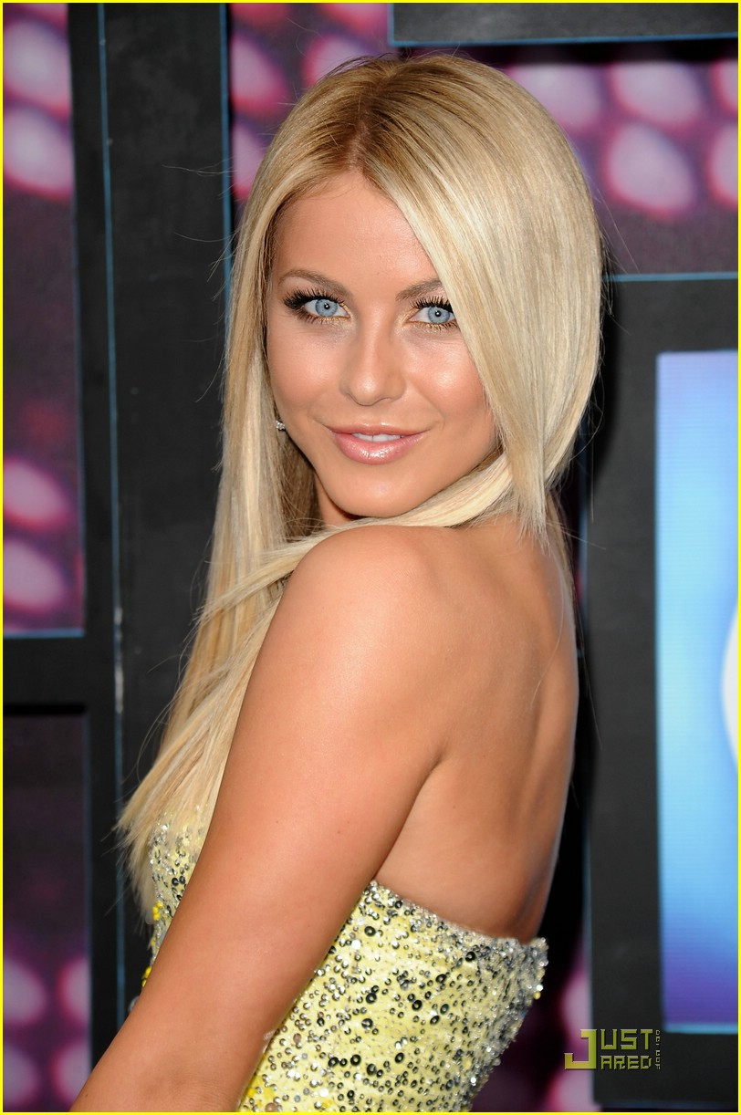 julianne hough cmt awards 07