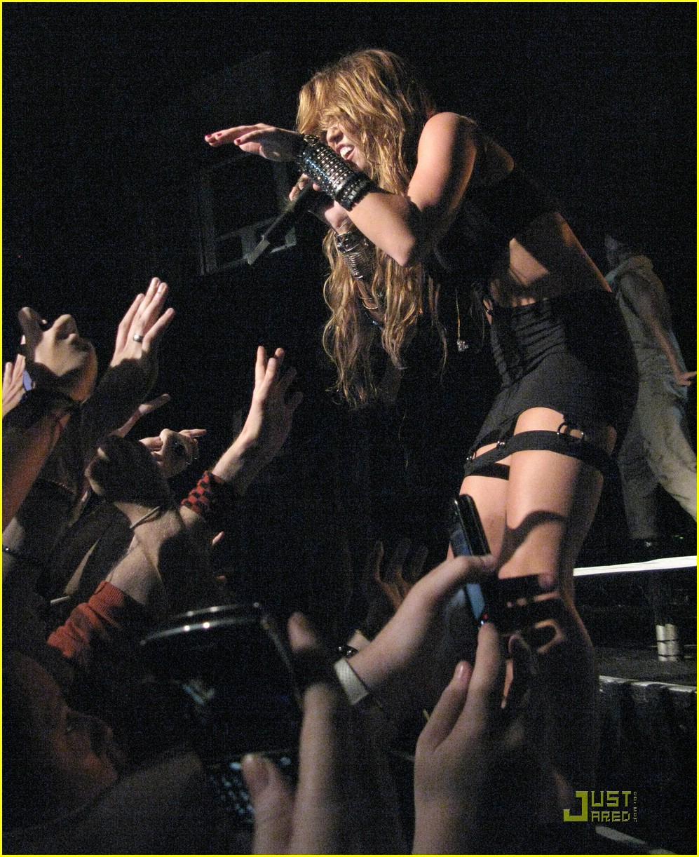 Miley Cyrus Goes Concert Crazy | Photo 372416 - Photo ...
