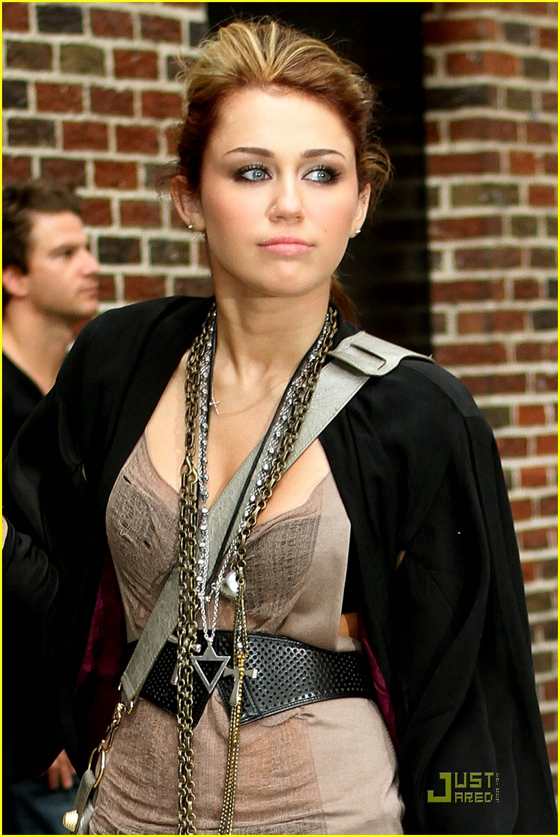 miley cyrus liam hemsworth letterman 15