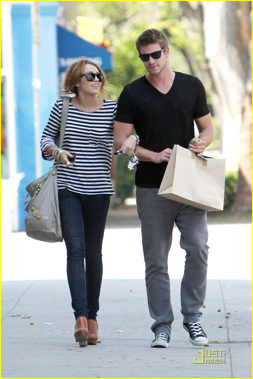 miley cyrus liam hemsworth melrose 01