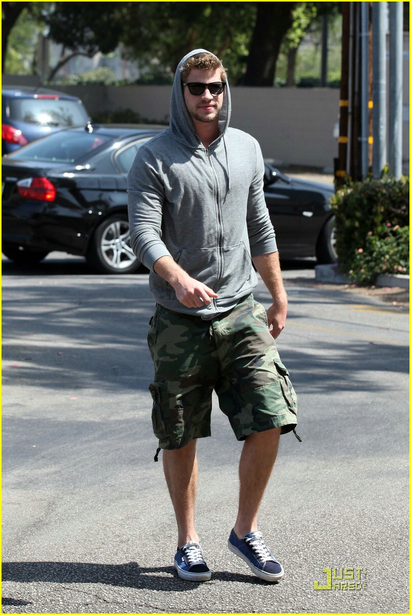 miley cyrus liam hemsworth togos 23