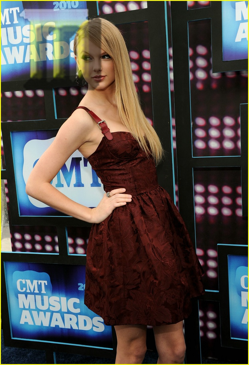 taylor swift cmt awards 16
