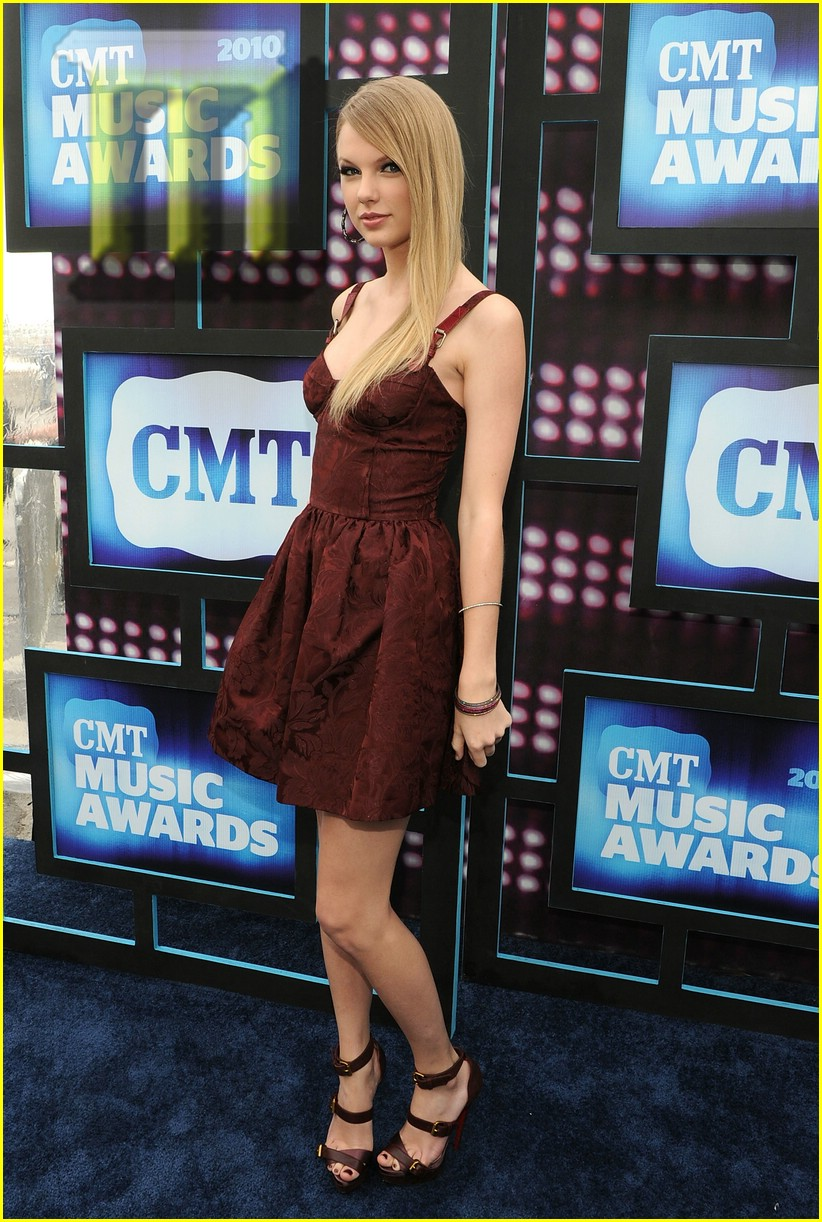 taylor swift cmt awards 21