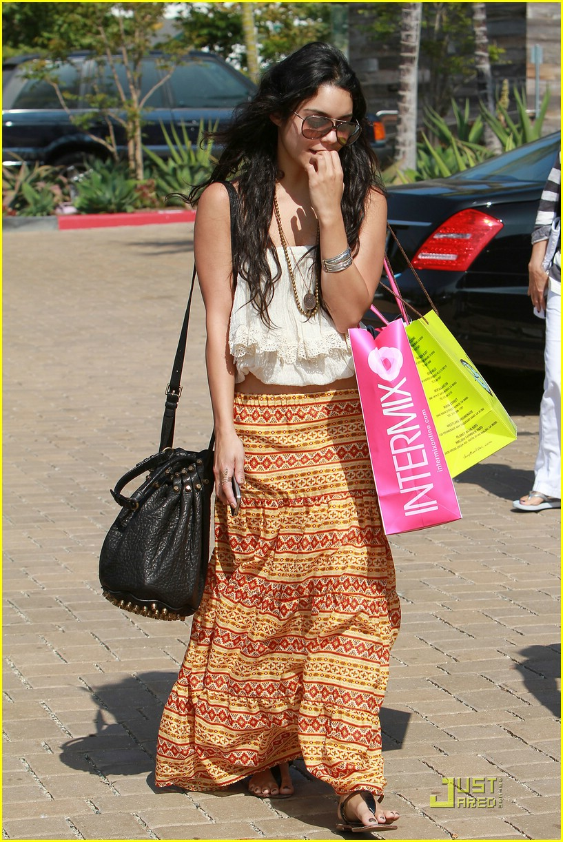 vanessa hudgens cross creek 03