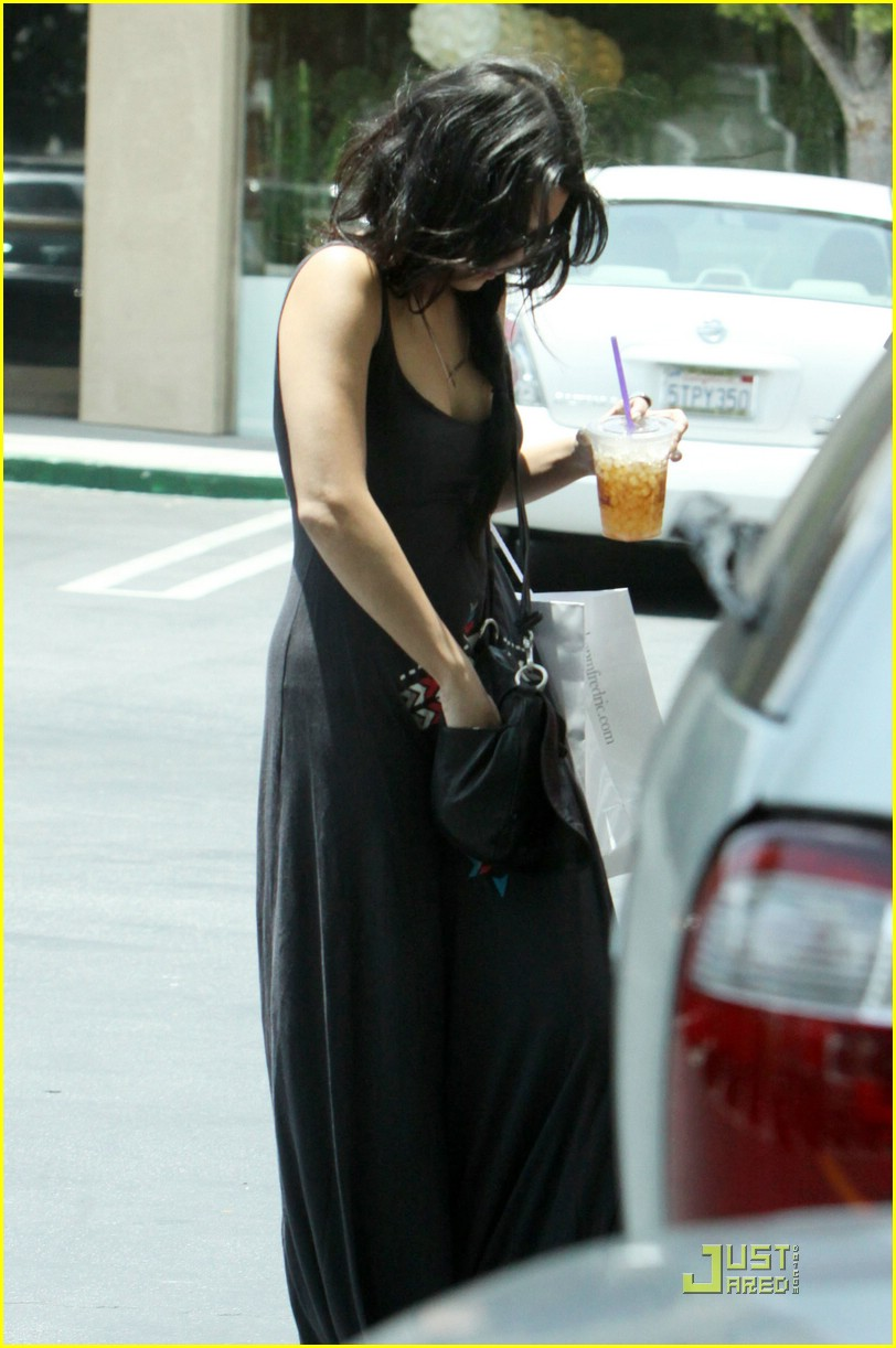 vanessa hudgens iced coffee 03