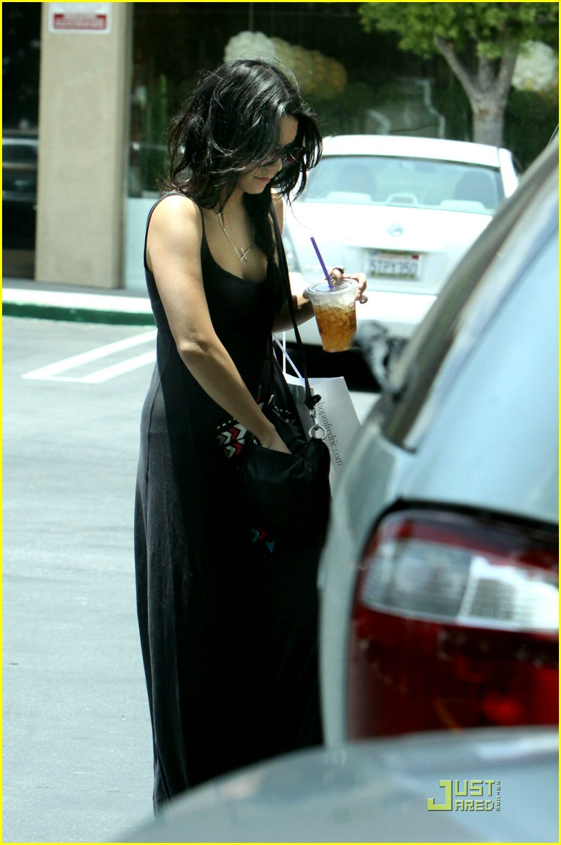 vanessa hudgens iced coffee 06