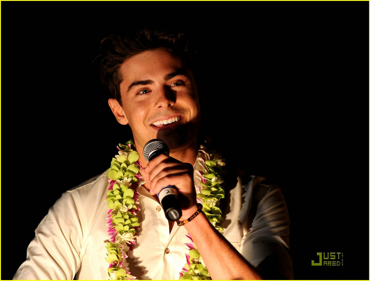 zac efron shining star award maui 04