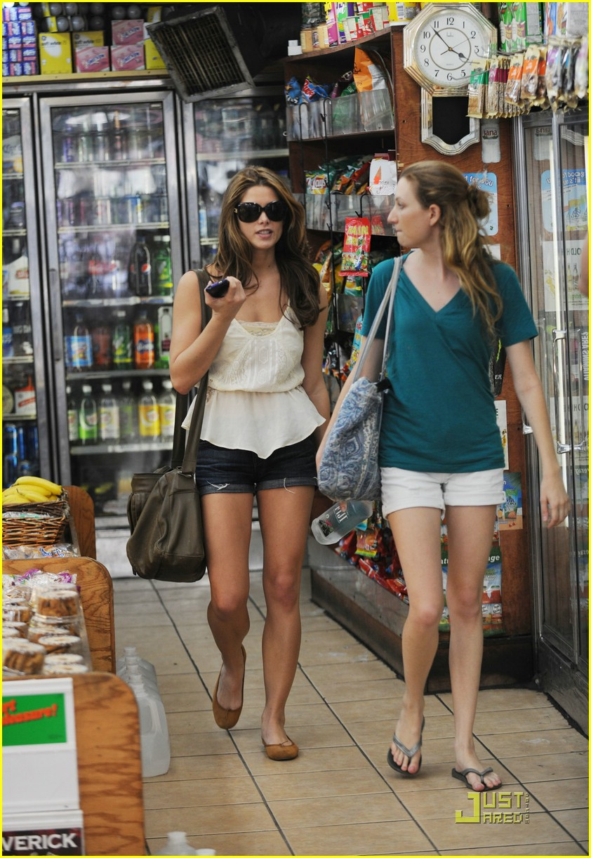 ashley greene big apple deli 06