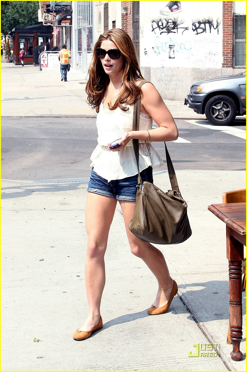 ashley greene big apple deli 11