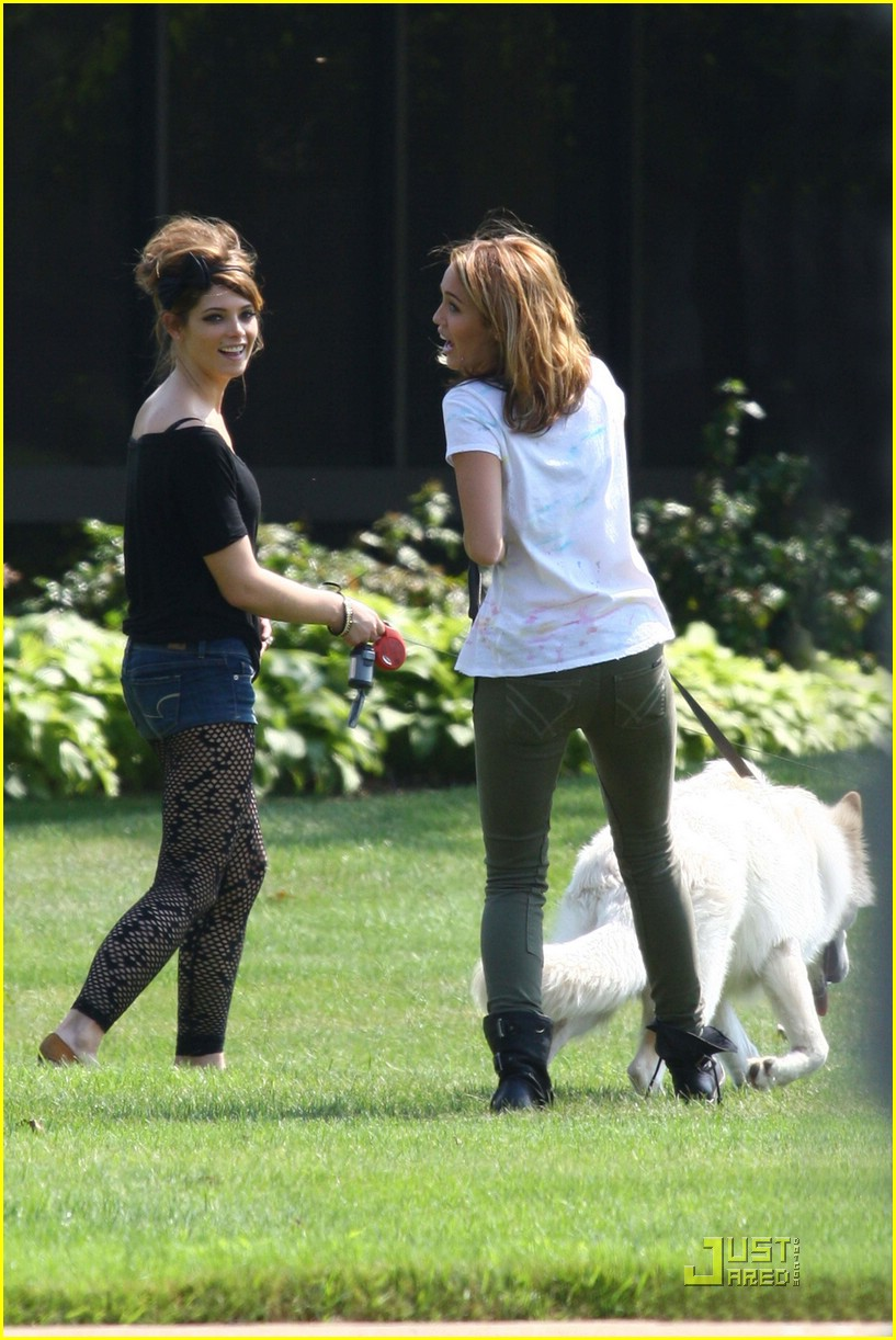 miley cyrus ashley greene lol set 33