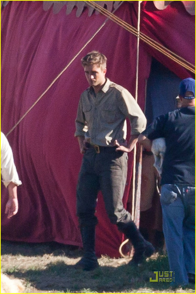 robert pattinson puppy elephants 02