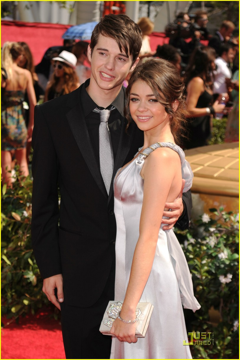 sarah hyland 2010 emmys 20