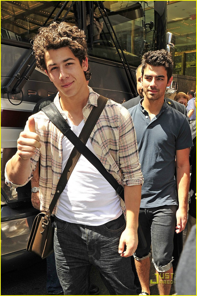 joe jonas birthday dog 02