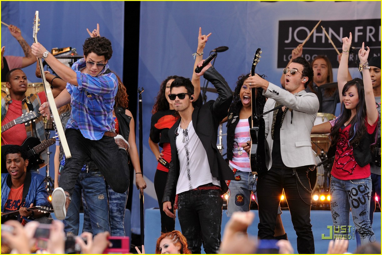camp rock 2 rumsey nyc gma 01