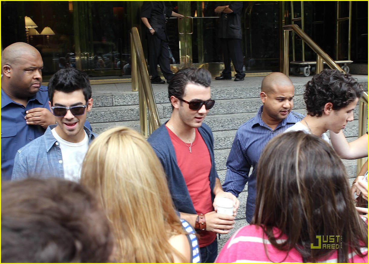 jonas brothers hotel shock 03