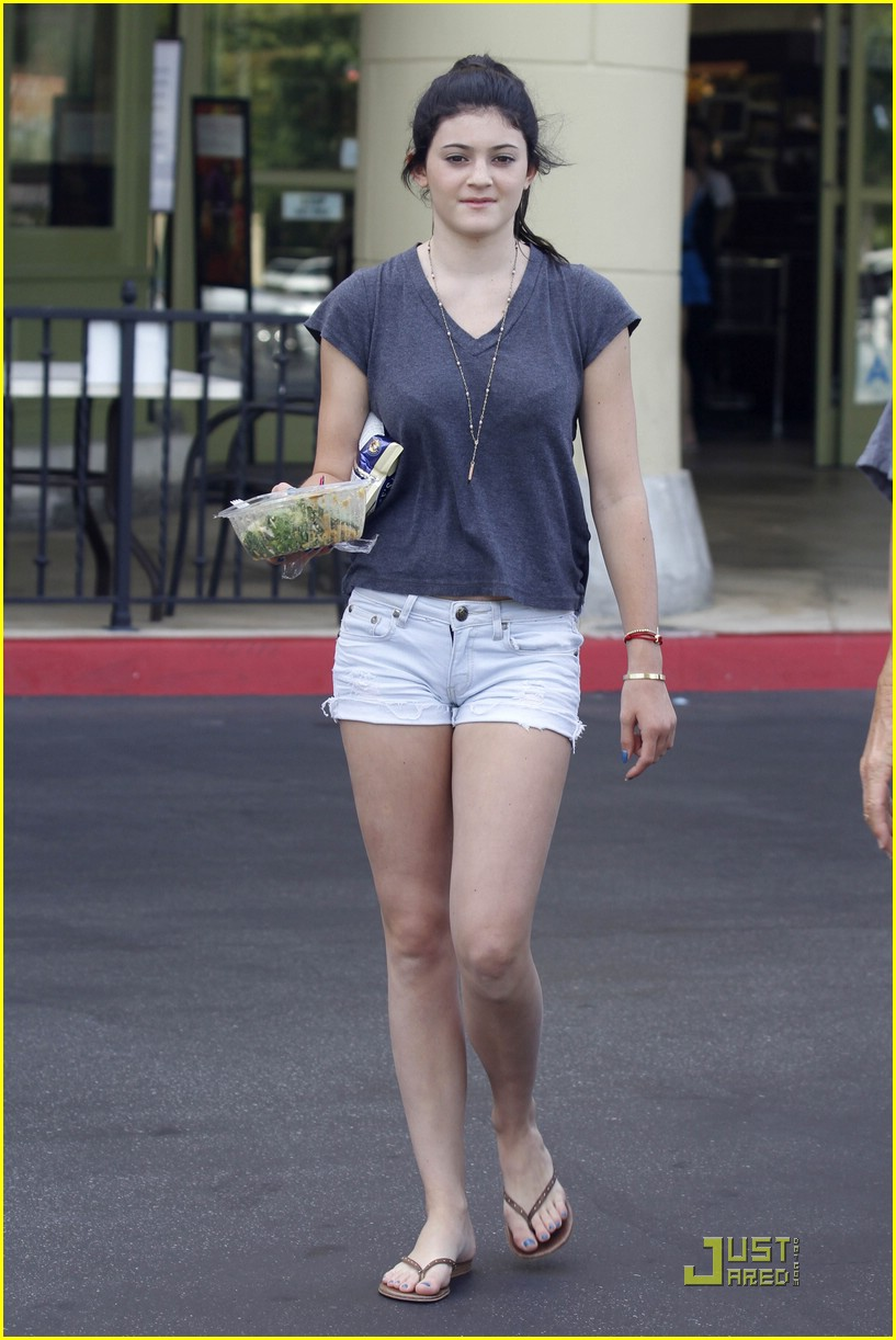 kendall kylie jenner whole foods 08