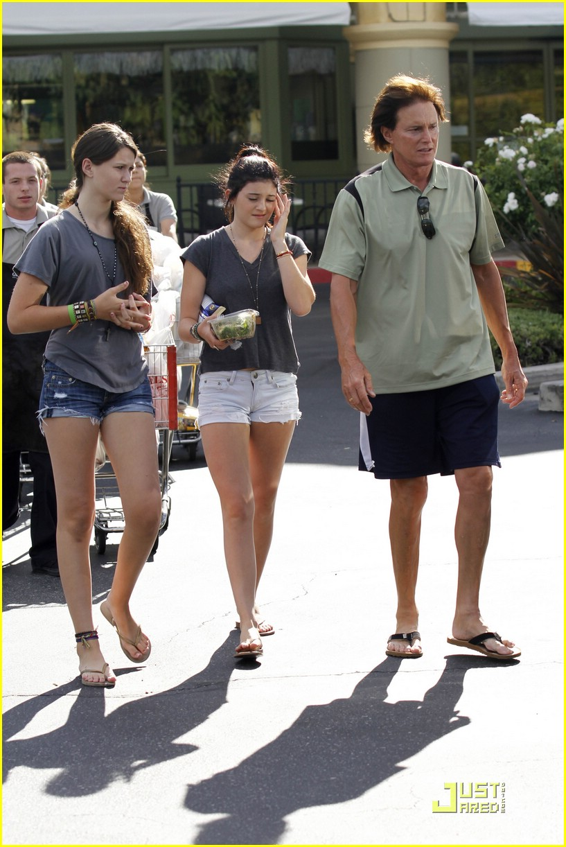 kendall kylie jenner whole foods 17