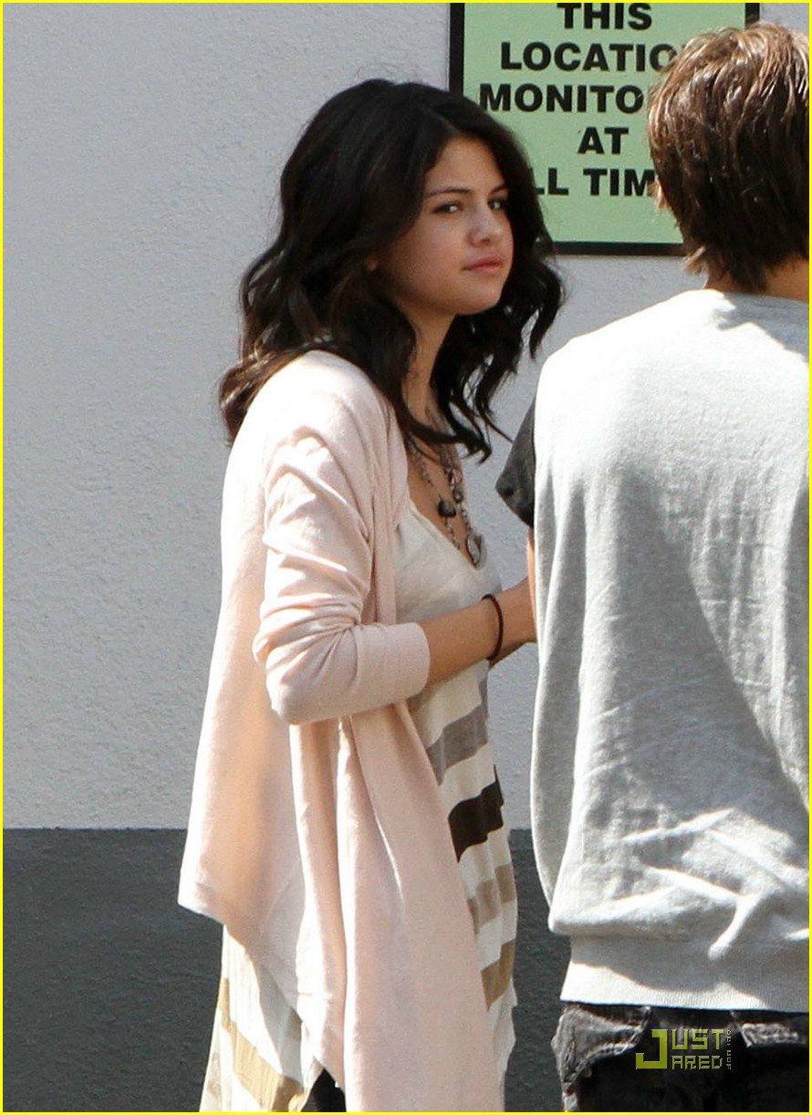 Jake T Austin And Selena Gomez Hugging selena-gomez-jake-austin-hug-Jake T Austin And Selena Gomez Hugging
