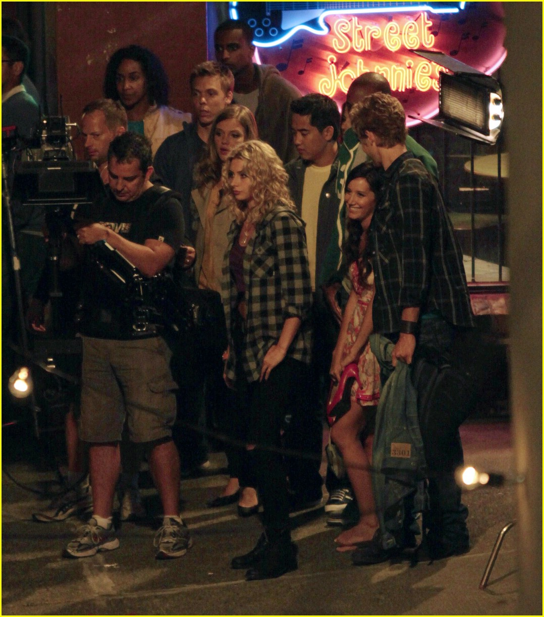 ashley tisdale matt barr date scene 06