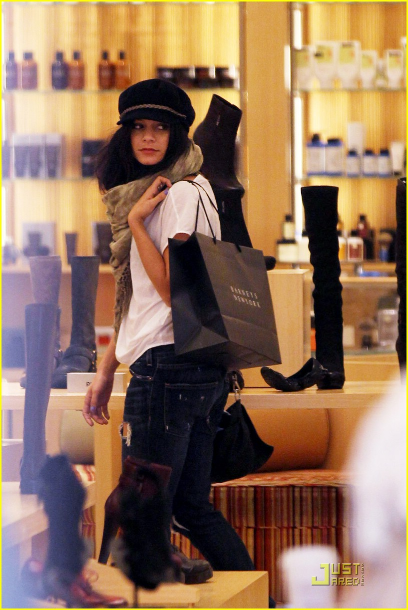 vanessa hudgens shoe shopper 05