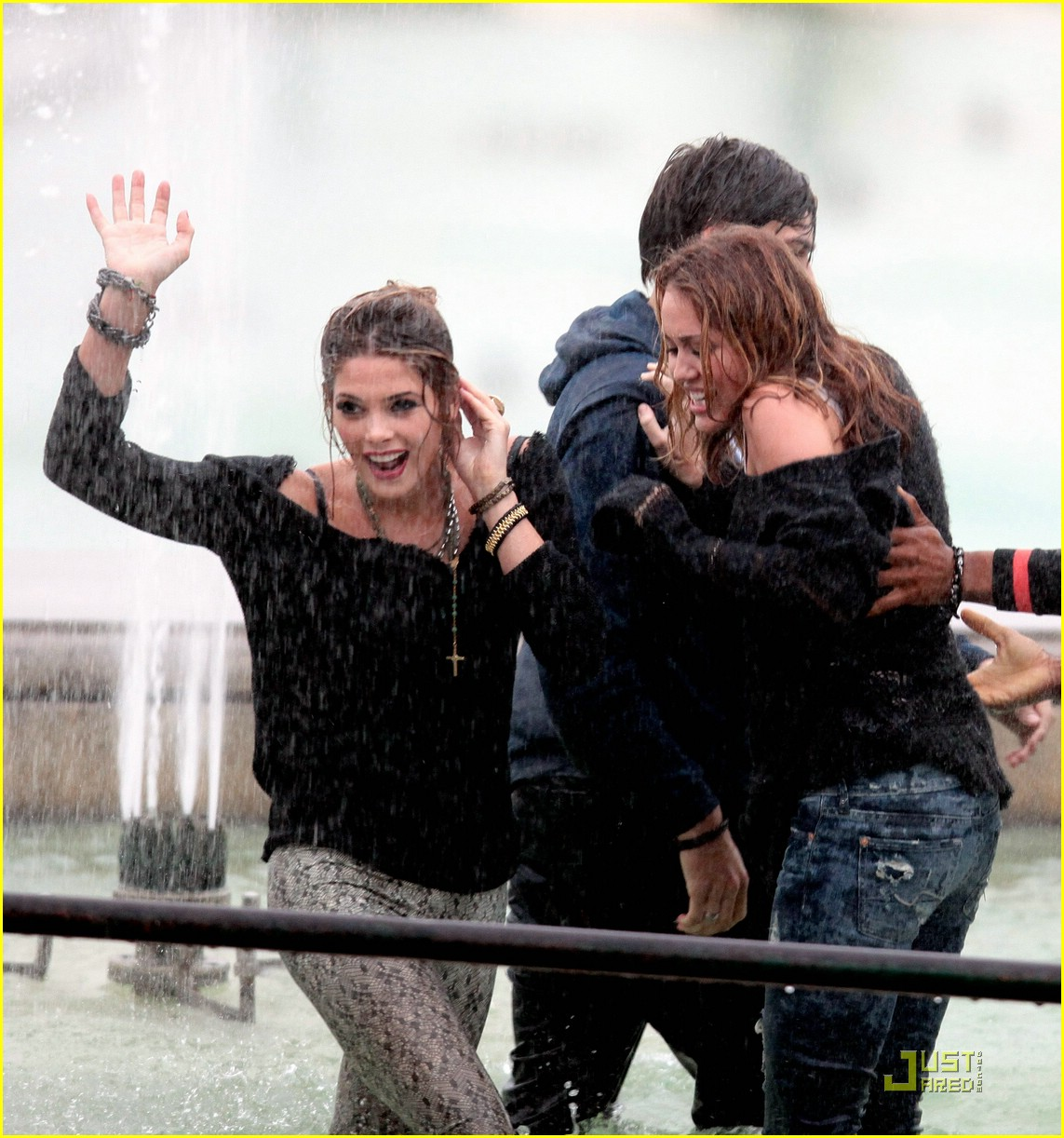 miley cyrus ashley greene fountain youth 03
