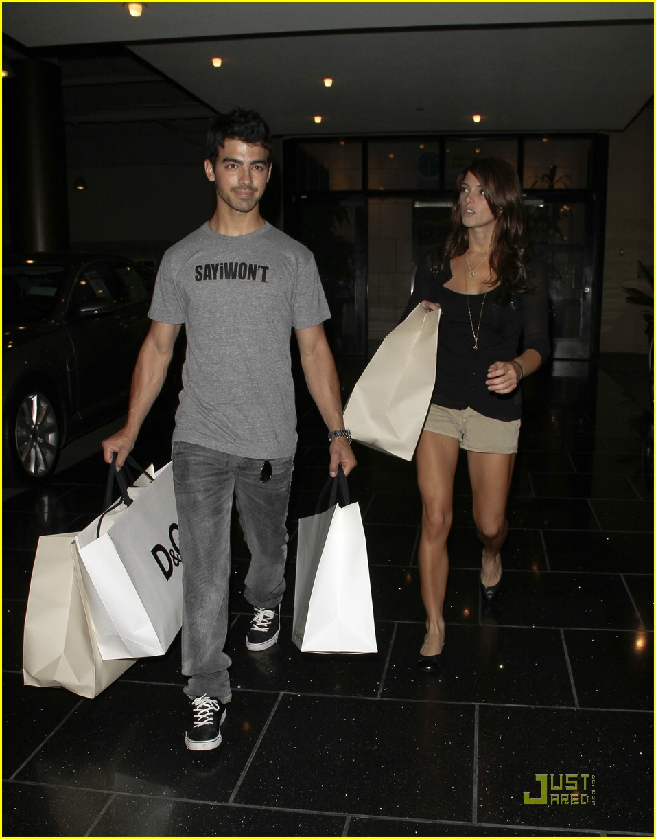 joe jonas ashley greene dg 12
