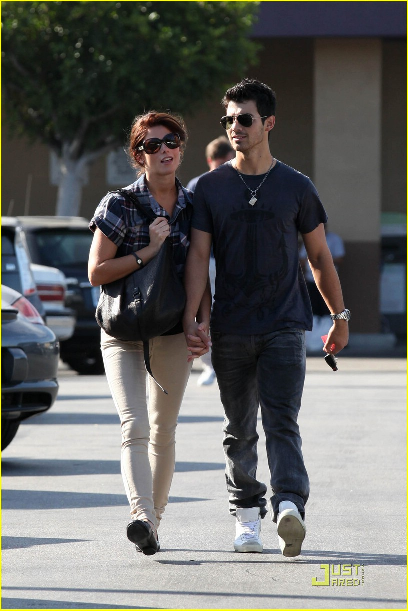 joe jonas ashley greene dg 17