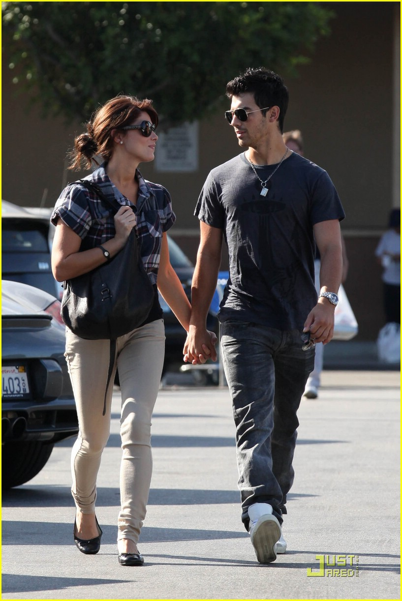joe jonas ashley greene dg 18